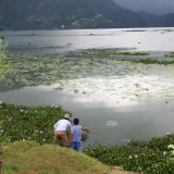 Fischer mit Sohn in Pokhara Lake Side